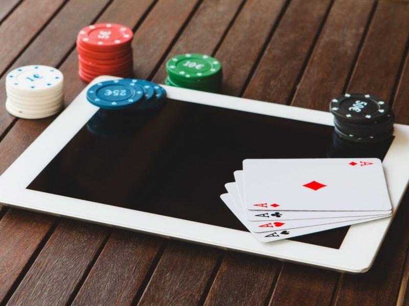How to play pkv poker online gambling?